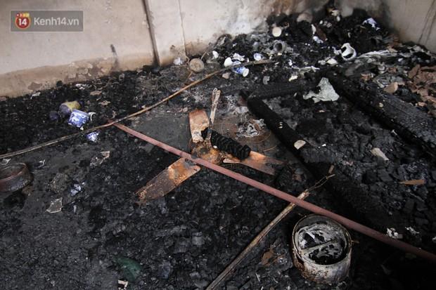 Ảnh, clip: Khung cảnh tan hoang bên trong dãy trọ bị giặc lửa thiêu rụi ở Hà Nội - Ảnh 16.