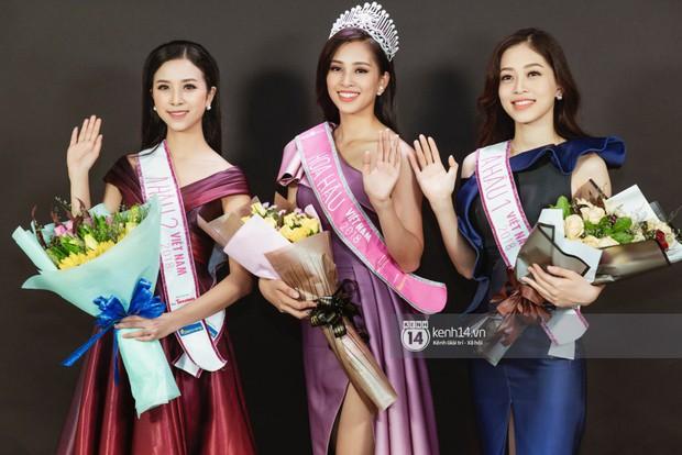 Ngắm Hoa hậu Trần Tiểu Vy sắc sảo bên cạnh Á hậu Phương Nga và Thúy An  - Ảnh 2.
