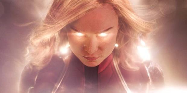 Captain Marvel rách trời rơi xuống, đấm người già trong trailer nóng hổi đầu tiên  - Ảnh 10.