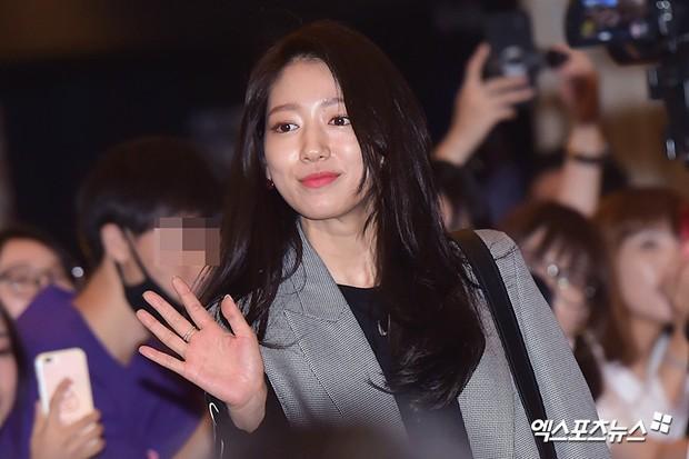 Sự kiện hội tụ dàn sao siêu VIP: Yoona và Park Shin Hye đọ sắc, Jung Hae In bí xị vì Son Ye Jin cặp với Hyun Bin? - Ảnh 17.