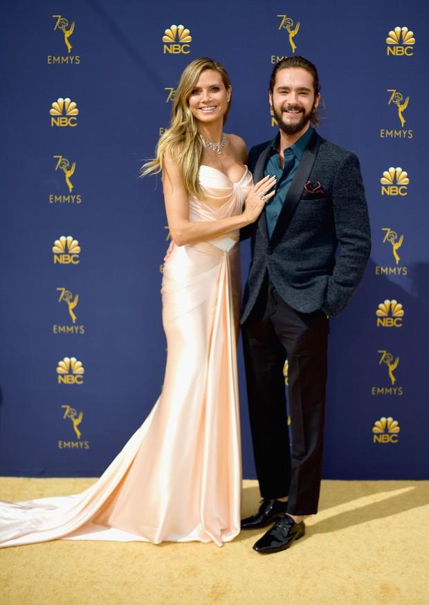 Lễ trao giải Emmy 2018: Lóa mắt với vẻ đẹp sang trọng của dàn mỹ nhân Hollywood, nhân vật cuối gây sốc với màn hở ngực - Ảnh 5.