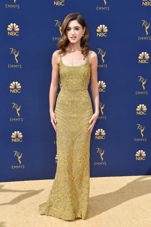 Lễ trao giải Emmy 2018: Lóa mắt với vẻ đẹp sang trọng của dàn mỹ nhân Hollywood, nhân vật cuối gây sốc với màn hở ngực - Ảnh 10.