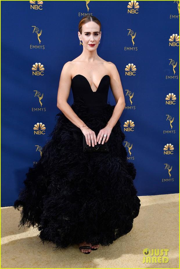 Lễ trao giải Emmy 2018: Lóa mắt với vẻ đẹp sang trọng của dàn mỹ nhân Hollywood, nhân vật cuối gây sốc với màn hở ngực - Ảnh 13.