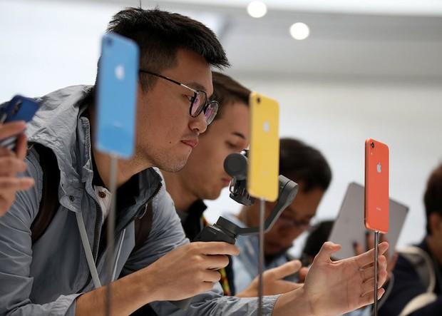 Không thèm iPhone XS mà chọn iPhone XR thay thế: Tưởng điên nhưng chắc chắn 6 kiểu người này sẽ làm vậy - Ảnh 1.