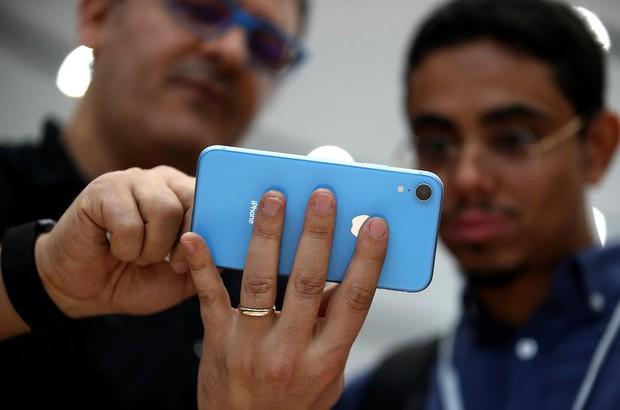 Chữ R trong iPhone XR hiểu thế nào mới đúng khi mà Apple và chuyên gia định nghĩa khác hẳn nhau? - Ảnh 2.