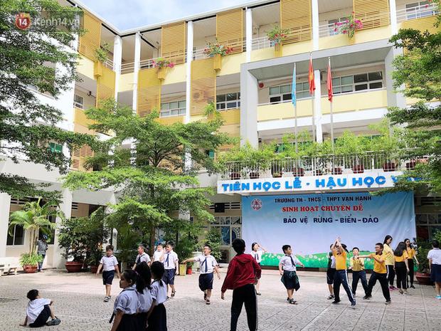 Trường cấp 3 của hoa hậu Tiểu Vy: Nhiều cựu học sinh là hotgirl, ca sĩ - Ảnh 1.
