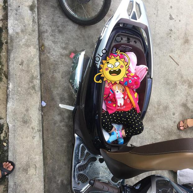Hình ảnh chị gái đặt con nhỏ vào cốp xe máy để thay tã bên lề đường khiến dân mạng thi nhau đồn đoán đủ điều - Ảnh 1.