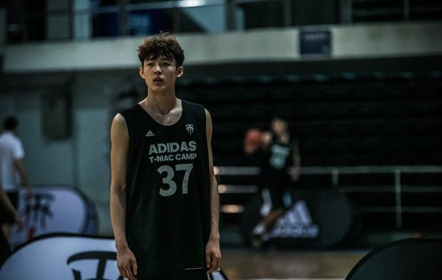 Nam thần mới làng bóng rổ Trung Quốc: 19 tuổi cao 1m99, vô cùng điển trai - Ảnh 8.