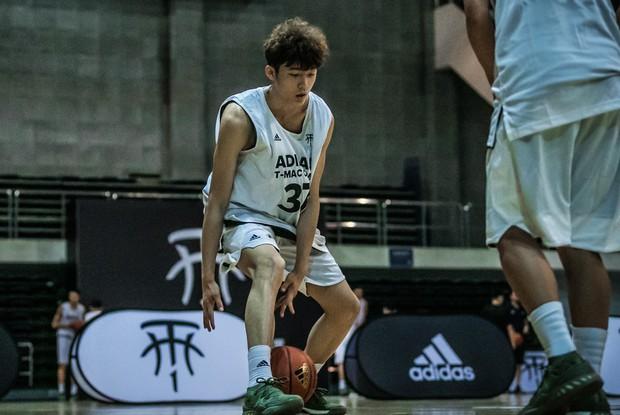 Nam thần mới làng bóng rổ Trung Quốc: 19 tuổi cao 1m99, vô cùng điển trai - Ảnh 3.