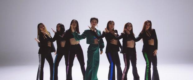Miu Lê diện trang phục táo bạo, khoe vòng 1 nóng bỏng trong MV Muốn phiên bản Dance - Ảnh 4.