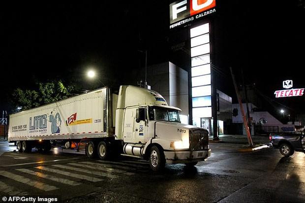 Mexico: Container chết chóc chứa 150 xác người vừa được di dời, cảnh sát lại phát hiện thêm một thi thể nằm gần đó - Ảnh 4.