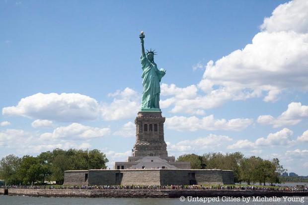 Sự thật ít người biết đằng sau bức tượng Nữ thần Tự do nổi tiếng nhất nước Mỹ - Ảnh 2.
