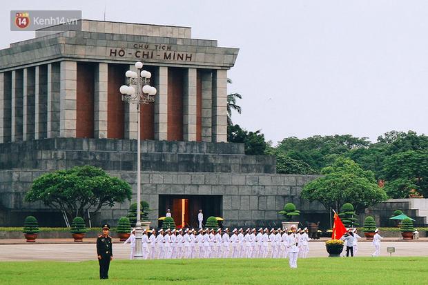 Xúc động lễ chào cờ thiêng liêng nhất trong năm tại Quảng trường Ba Đình lịch sử - Ảnh 2.