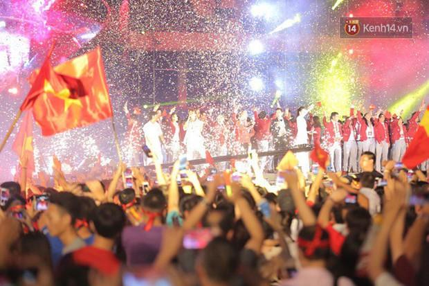 Dàn nghệ sĩ cùng nhau hoà giọng mừng đội tuyển Olympic Việt Nam trở về từ ASIAD 2018 - Ảnh 12.