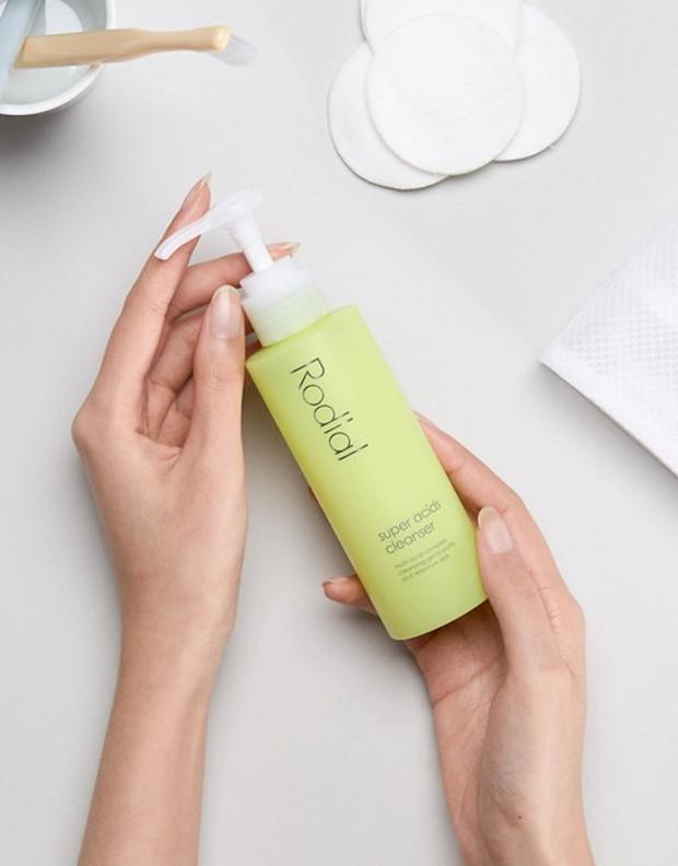 11 sữa rửa mặt hiệu quả nhất cho da dầu dễ nổi mụn hứa hẹn giúp bạn thoát khỏi tình trạng mặt như chảo dầu - Ảnh 9.