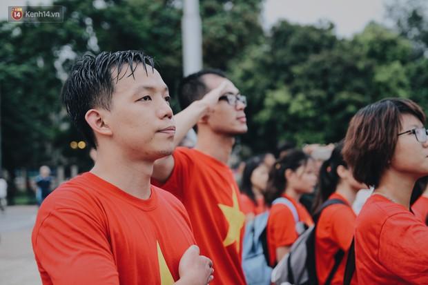 Xúc động lễ chào cờ thiêng liêng nhất trong năm tại Quảng trường Ba Đình lịch sử - Ảnh 4.