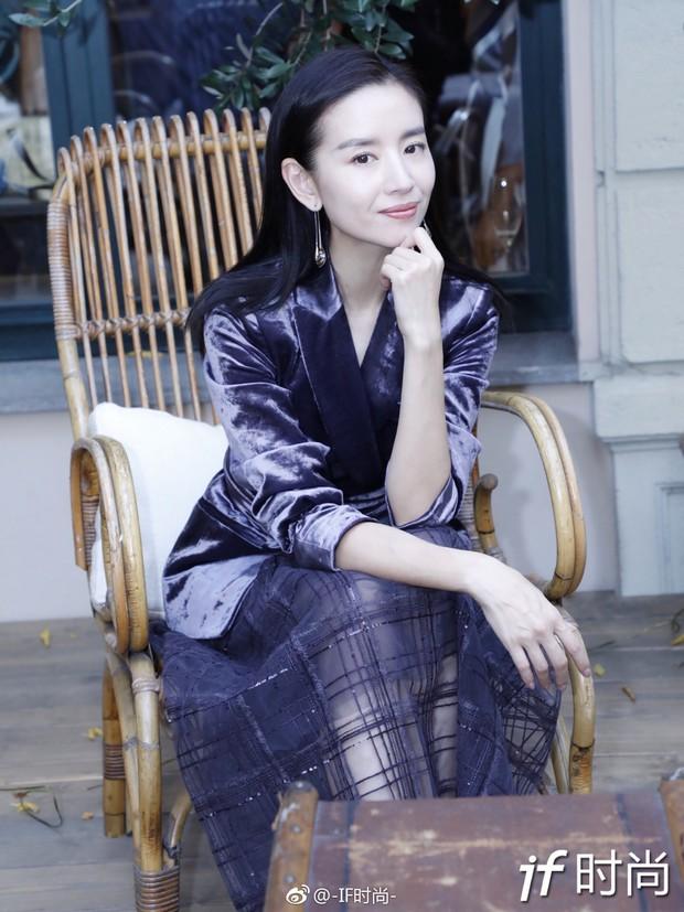 Hai Phú Sát Hoàng Hậu Tần Lam - Đổng Khiết đụng độ nhan sắc: Người như tiên nữ, kẻ lộ già nua - Ảnh 22.