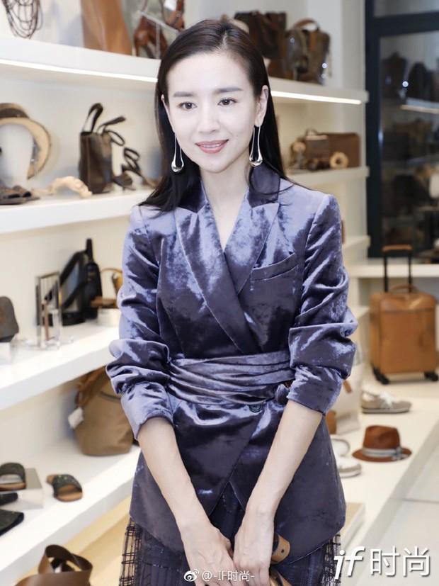 Hai Phú Sát Hoàng Hậu Tần Lam - Đổng Khiết đụng độ nhan sắc: Người như tiên nữ, kẻ lộ già nua - Ảnh 23.