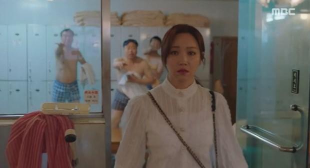 Đưa cảnh tắm công cộng của nam giới lên truyền hình, phim Hàn bị chỉ trích vì lí do không ngờ - Ảnh 1.