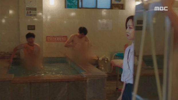 Đưa cảnh tắm công cộng của nam giới lên truyền hình, phim Hàn bị chỉ trích vì lí do không ngờ - Ảnh 3.