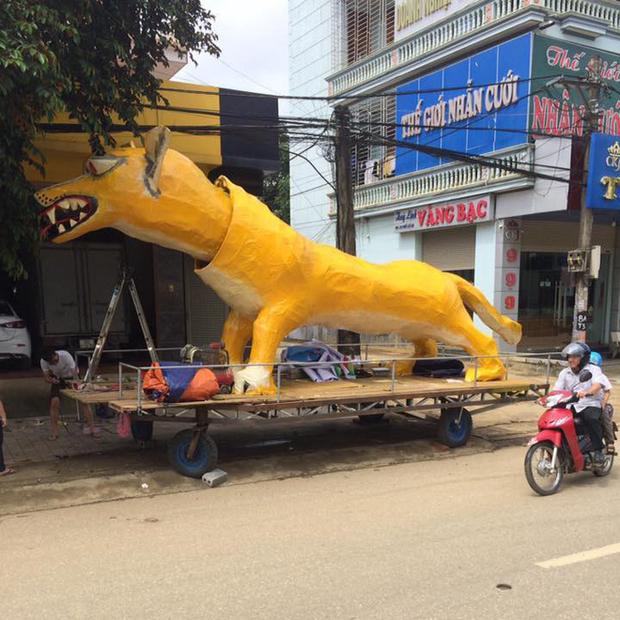 Xuất hiện linh vật Trung Thu khổng lồ lai giữa chó Chihuahua và chồn Scrat khiến cư dân mạng cười nghiêng ngả - Ảnh 1.
