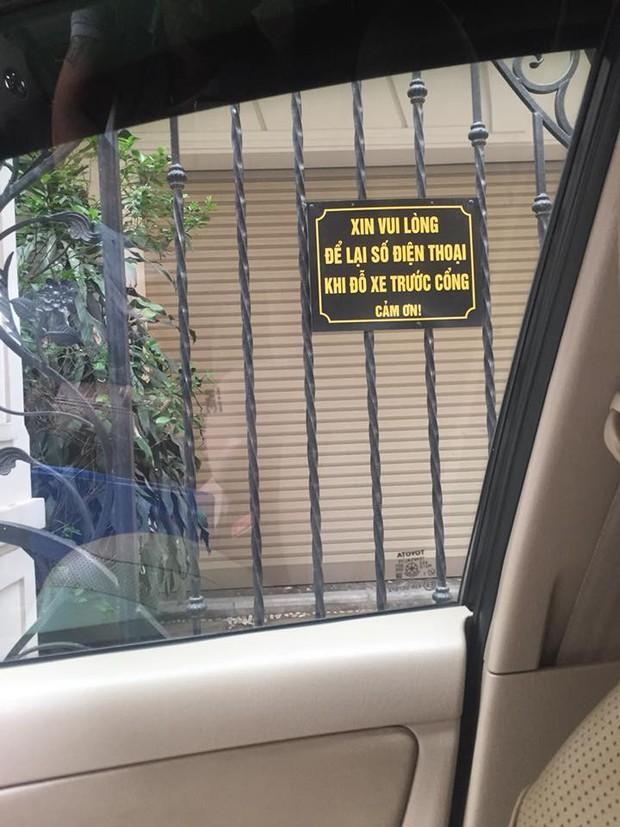 Chỉ một tấm biển nhỏ ngoài hàng rào, chủ nhà khiến cánh tài xế tấm tắc khen ngợi cả ngày - Ảnh 1.