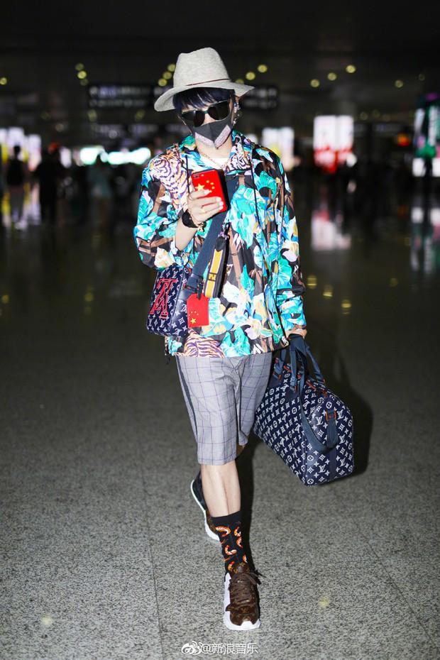 Nhĩ Thái Trần Chí Bằng gây choáng với hình ảnh nữ tính, kỳ quái cùng giày cao gót khủng - Ảnh 14.