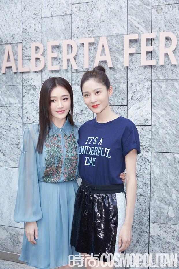 """Tần Lam và Vương Viện Khả bất ngờ tái ngộ tại Milan Fashion Week: """"Phú Sát Hoàng hậu"""" đẹp xuất sắc, lấn át cả """"Thuần Phi"""" - Ảnh 6."""