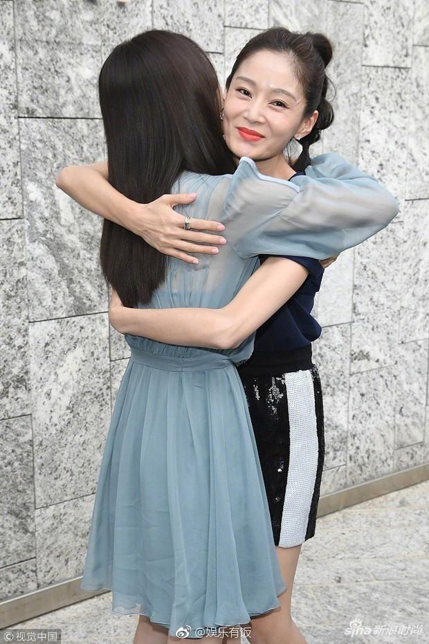 Hai Phú Sát Hoàng Hậu Tần Lam - Đổng Khiết đụng độ nhan sắc: Người như tiên nữ, kẻ lộ già nua - Ảnh 19.