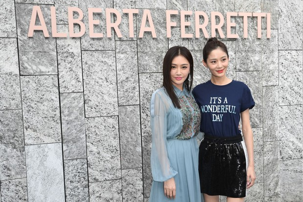 """Tần Lam và Vương Viện Khả bất ngờ tái ngộ tại Milan Fashion Week: """"Phú Sát Hoàng hậu"""" đẹp xuất sắc, lấn át cả """"Thuần Phi"""" - Ảnh 7."""