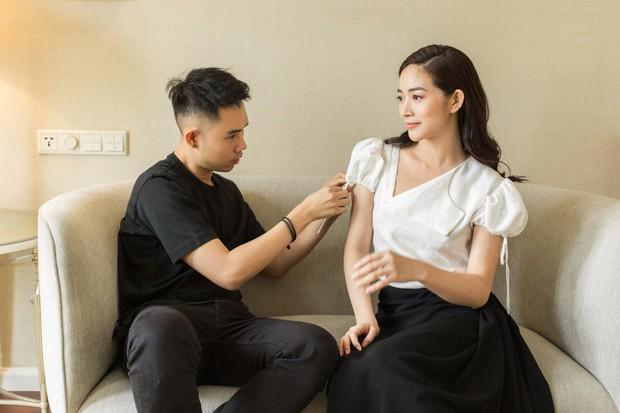 Lên đồ cho show Lâm Gia Khang, Kaity Nguyễn không ngờ mình đụng hàng luôn Hương Giang, Võ Hoàng Yến - Ảnh 11.