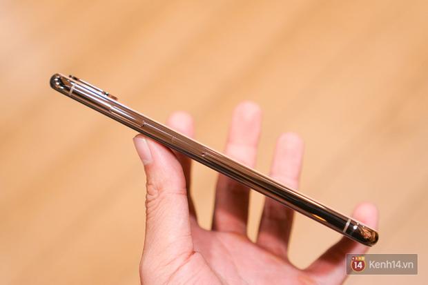 Cận cảnh iPhone XS Max 256GB Gold tuồn ra trước giờ bán, giá khởi điểm 33,9 triệu đồng, sẵn sàng xách về Việt Nam ngay đêm nay - Ảnh 8.