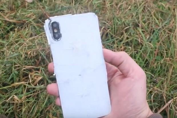 Thử cho tàu hỏa cán qua iPhone XS: Thân xác chia lìa và đi tong 1000 USD - Ảnh 3.