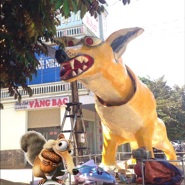 Xuất hiện linh vật Trung Thu khổng lồ lai giữa chó Chihuahua và chồn Scrat khiến cư dân mạng cười nghiêng ngả - Ảnh 2.