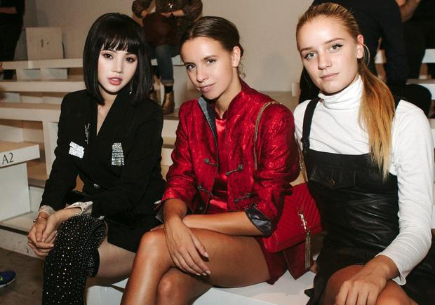 Bay show tới tấp tại London Fashion Week, Jolie Nguyễn vẫn giữ được phong độ thời trang trên hàng ghế đầu - Ảnh 4.