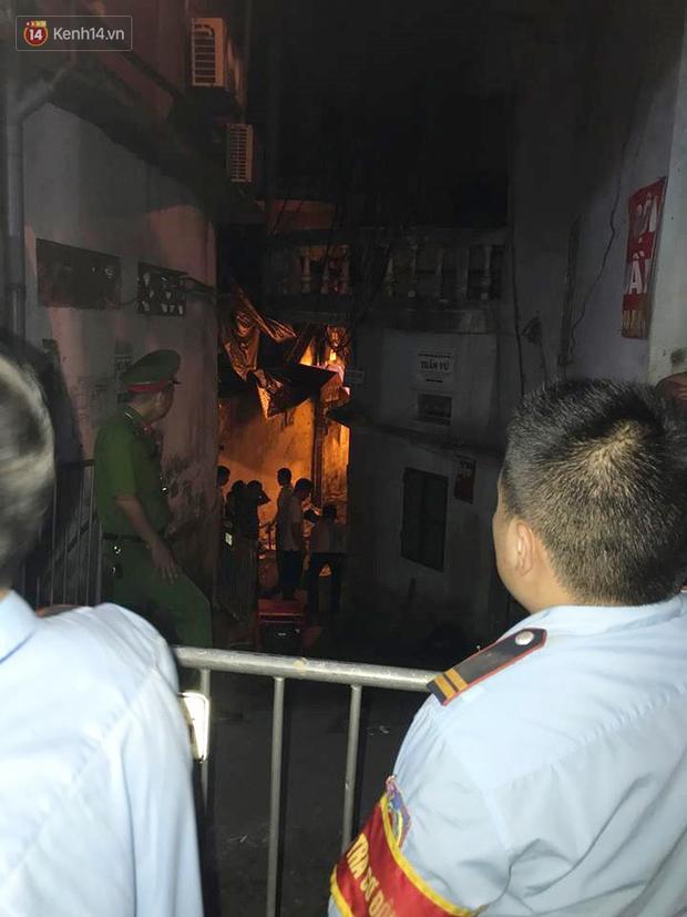 Phát hiện phần thi thể trong vụ cháy dãy trọ cạnh viện nhi Trung ương - Ảnh 6.