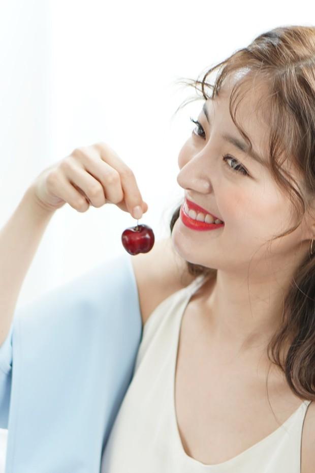 Sao nhí Nàng Dae Jang Geum một thời tung ảnh hậu trường đẹp mê hồn, đáng chú ý là chiếc mũi sắc lẹm của cô - Ảnh 2.