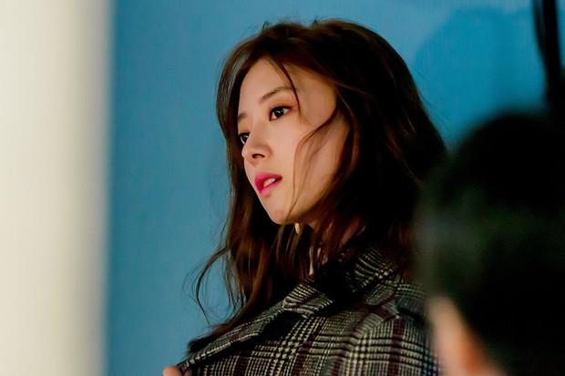 Sao nhí Nàng Dae Jang Geum một thời tung ảnh hậu trường đẹp mê hồn, đáng chú ý là chiếc mũi sắc lẹm của cô - Ảnh 7.