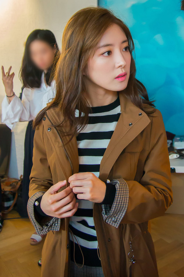 Sao nhí Nàng Dae Jang Geum một thời tung ảnh hậu trường đẹp mê hồn, đáng chú ý là chiếc mũi sắc lẹm của cô - Ảnh 9.