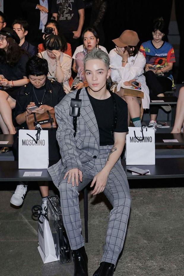 Vốn nhẵn mặt tại fashion week, lần này Kelbin Lei lại ngồi hàng ghế đầu của Moschino và Armani - Ảnh 4.