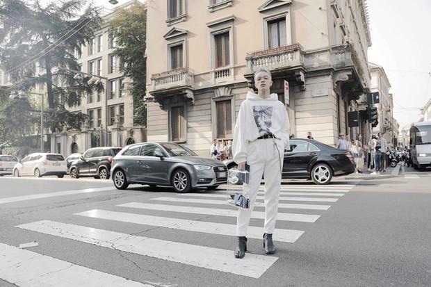 Vốn nhẵn mặt tại fashion week, lần này Kelbin Lei lại ngồi hàng ghế đầu của Moschino và Armani - Ảnh 6.
