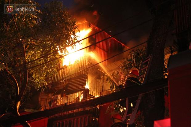Phát hiện phần thi thể trong vụ cháy dãy trọ cạnh viện nhi Trung ương - Ảnh 1.