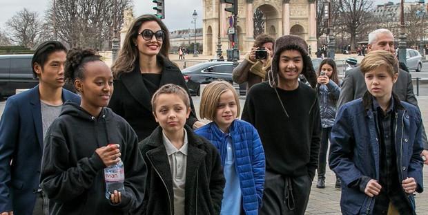 Sau 2 năm nộp đơn ly hôn, Angelina Jolie bất ngờ tìm gặp lại Brad Pitt và đây là lý do - Ảnh 2.