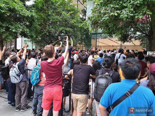 Vừa mua được iPhone mới, dân buôn Việt Nam đã nháo nhào bán lại máy giá gốc nhưng chẳng ai thèm ngó ngàng - Ảnh 4.