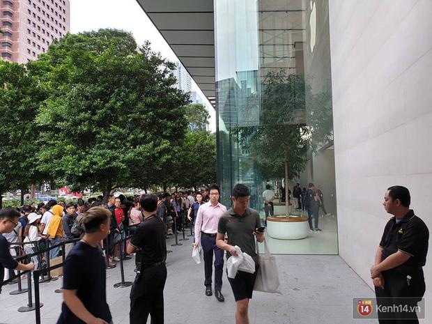 Vừa mua được iPhone mới, dân buôn Việt Nam đã nháo nhào bán lại máy giá gốc nhưng chẳng ai thèm ngó ngàng - Ảnh 7.