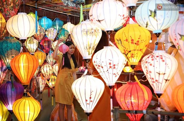 Nghề làm đèn lồng truyền thống ở phố cổ Hội An tất bật những ngày cận Trung thu - Ảnh 8.