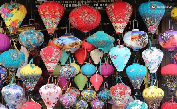 Nghề làm đèn lồng truyền thống ở phố cổ Hội An tất bật những ngày cận Trung thu - Ảnh 4.