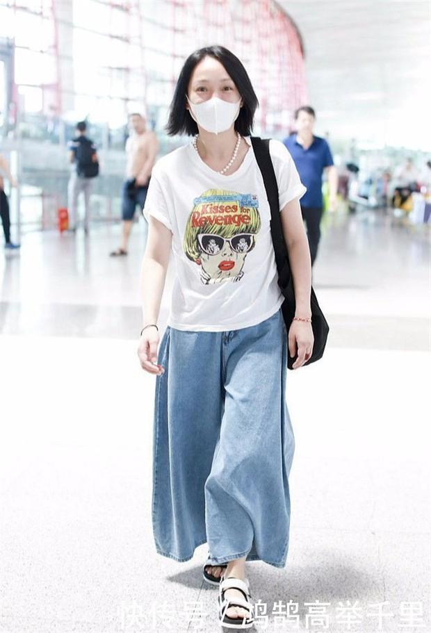 Giàu có và là đại hoa đán nhưng cứ ra sân bay, Châu Tấn sẽ chẳng màng hình tượng mà diện đồ xuề xòa thế này - Ảnh 8.