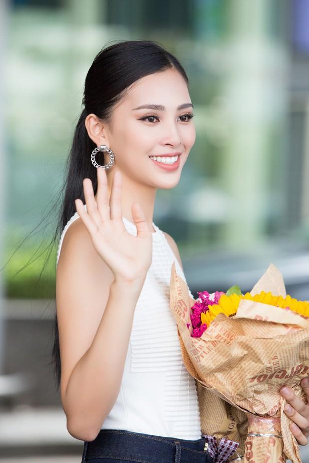 Clip: Tân Hoa hậu Tiểu Vy hạnh phúc trở về trong vòng tay chào đón của bố mẹ và người dân quê hương Quảng Nam - Ảnh 10.