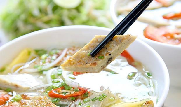 Điểm danh những món ăn ở Sài Gòn nhờ có thêm chả cá mà thơm ngon gấp bội - Ảnh 6.